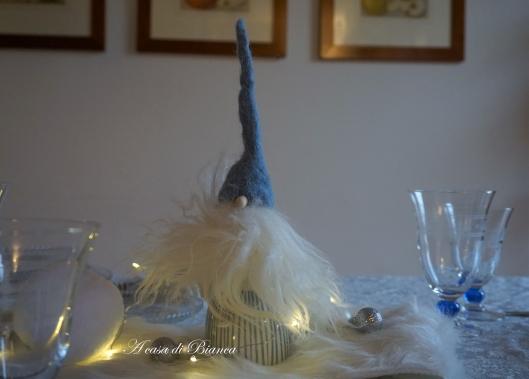 gnomi, gnomo dal cappello azzurro, tavola d'inverno, winter tablescape, a casa di Bianca