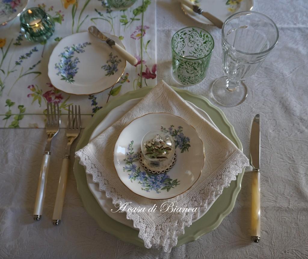 spring tablescape a casa di bianca nontiscordardime