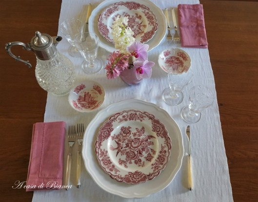 Tavola shabby chic color vino Crown Ducal vintage a casa di Bianca