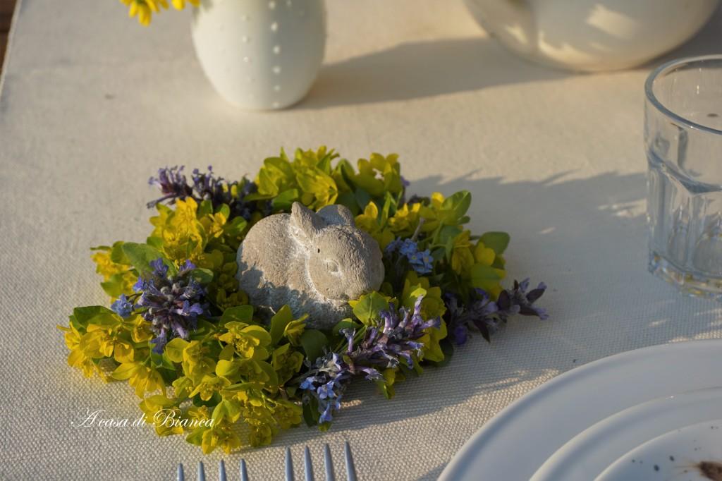 Ghirlanda di fiori Alfresco dining al tramonto a casa di Bianca