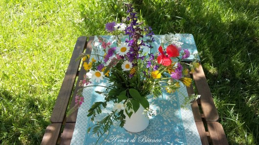 Centrotavola fiori di campo a casa di Bianca