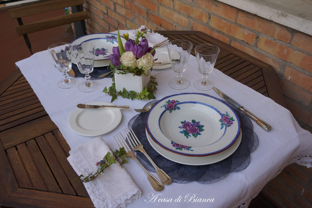 Tavola romantica per due piatti vintage Copeland Spode a casa di Bianca