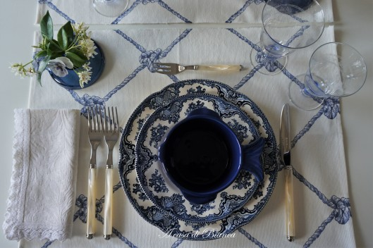 Coastal tablescape in blue and white a casa di Bianca
