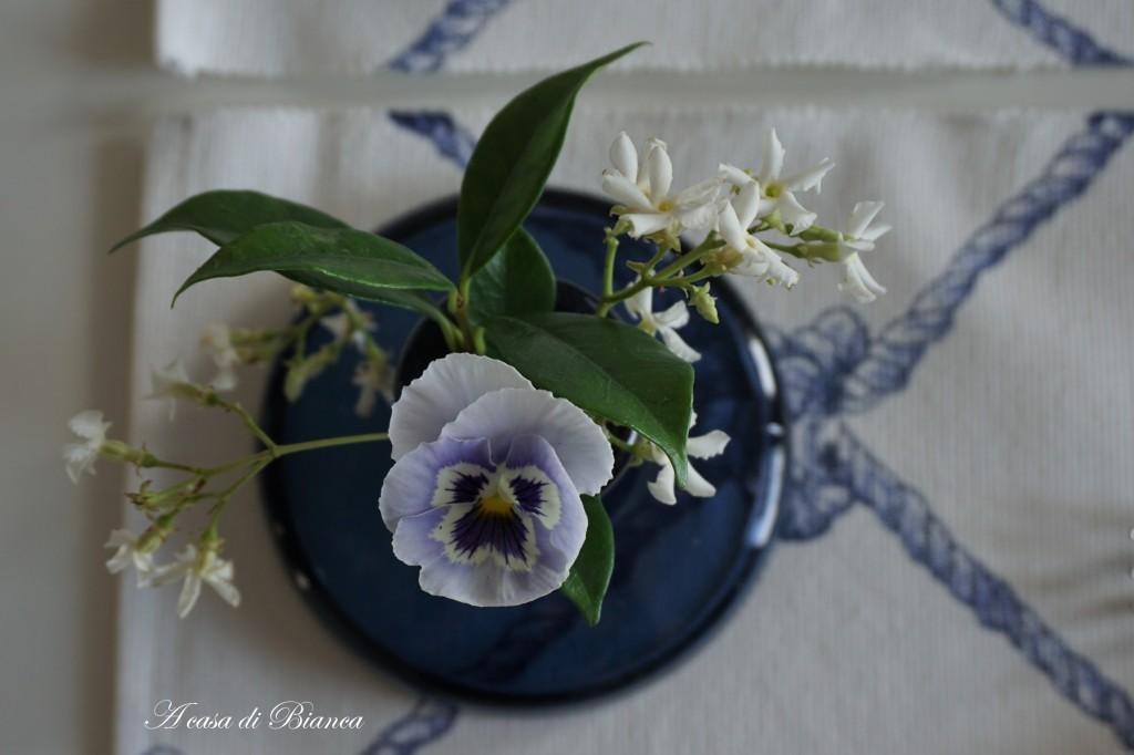 Coastal tablescape in blue and white a casa di Bianca