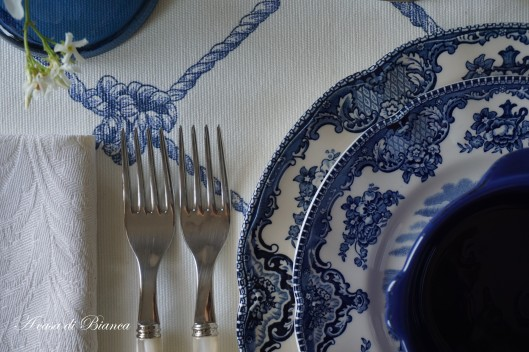 Tablescape in blue and white a casa di Bianca