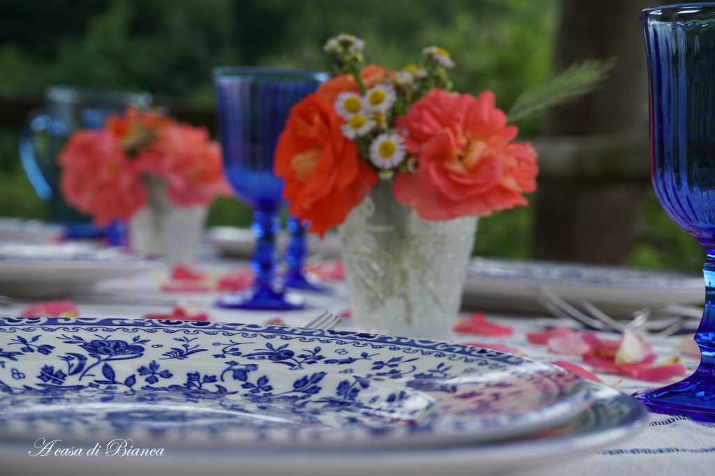 Regal Peacock summer tablescape a casa di Bianca