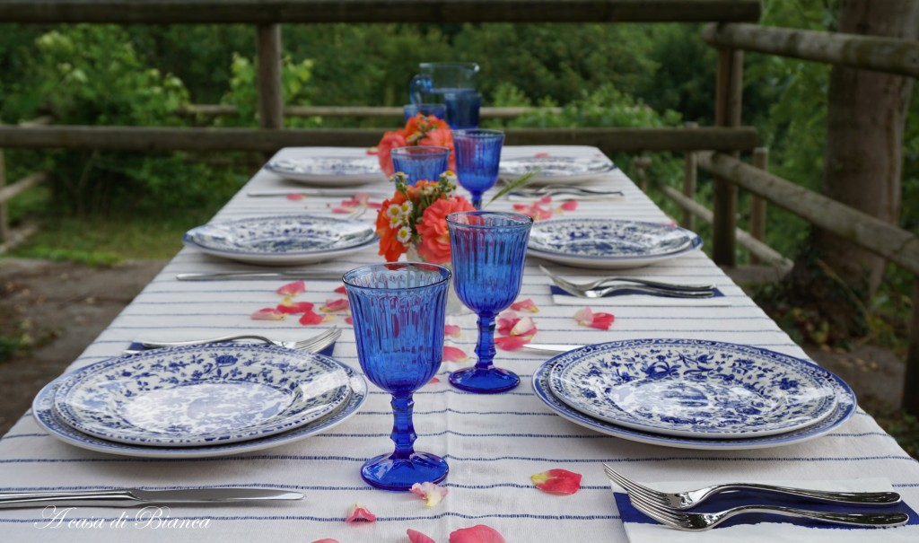 Summer tablescape in blue and white a casa di Bianca