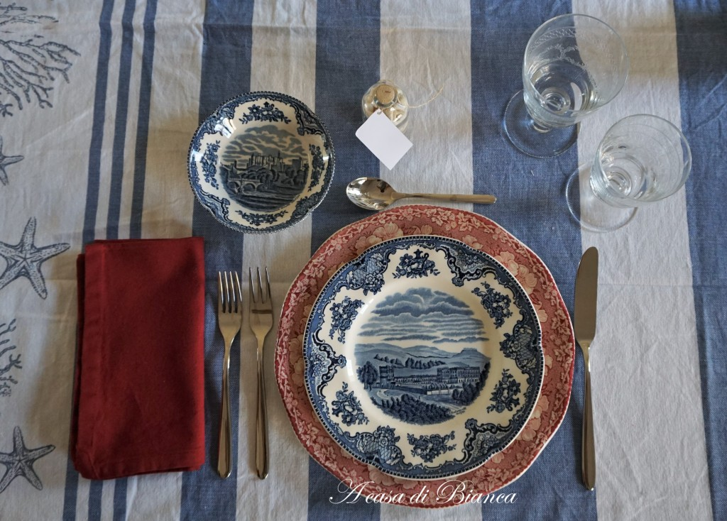 Coastal tablescape in blue and red a casa di Bianca