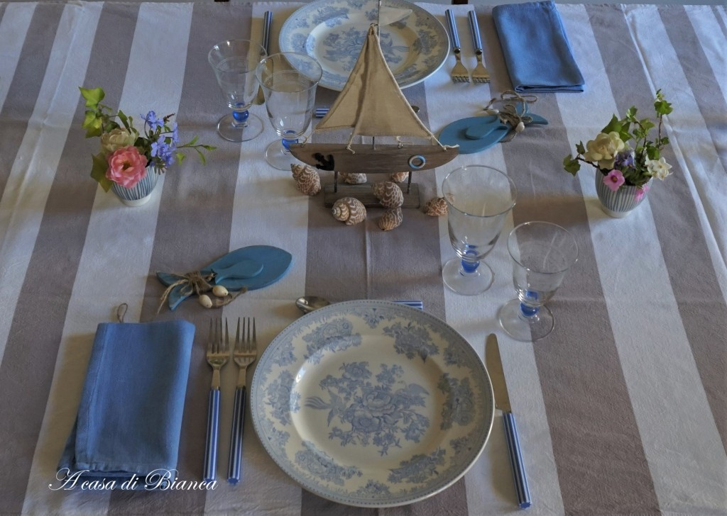 Coastal tablescape in light blue a casa di Bianca