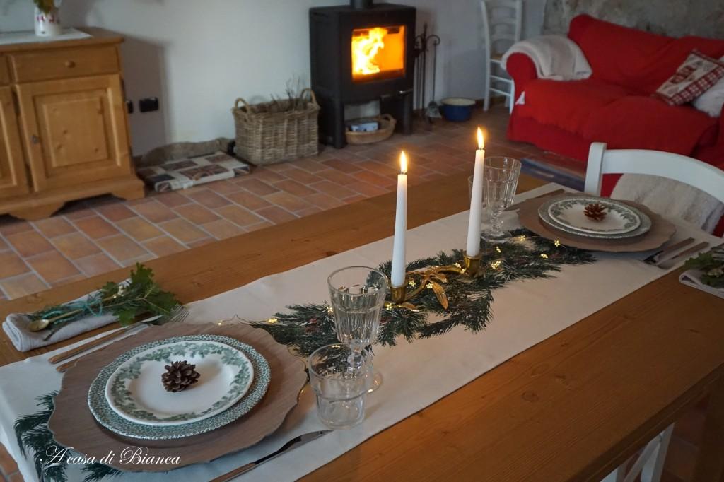 Tavola invernale con stufa accesa a casa di Bianca