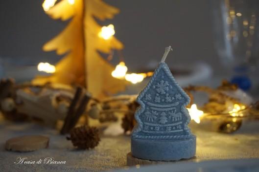 Candela segnaposto per Natale in azzurro a casa di Bianca