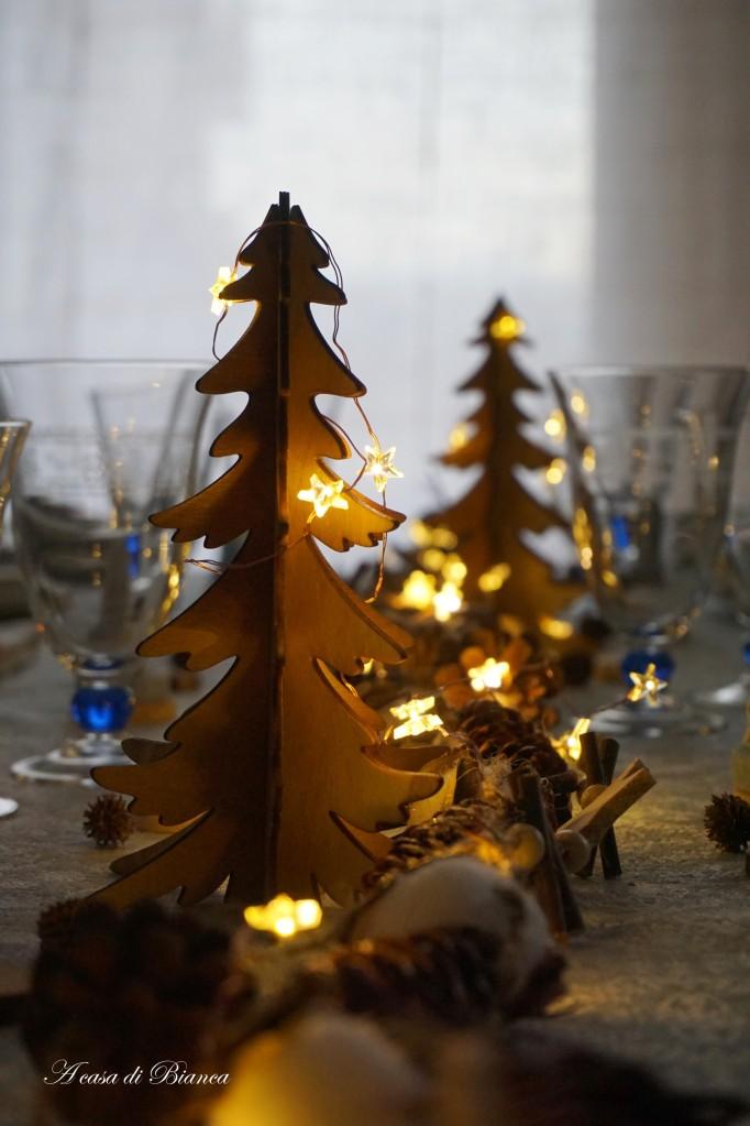 Albero di Natale illuminato a casa di Bianca