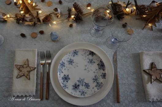 Tavola di Natale in azzurro a casa di Bianca