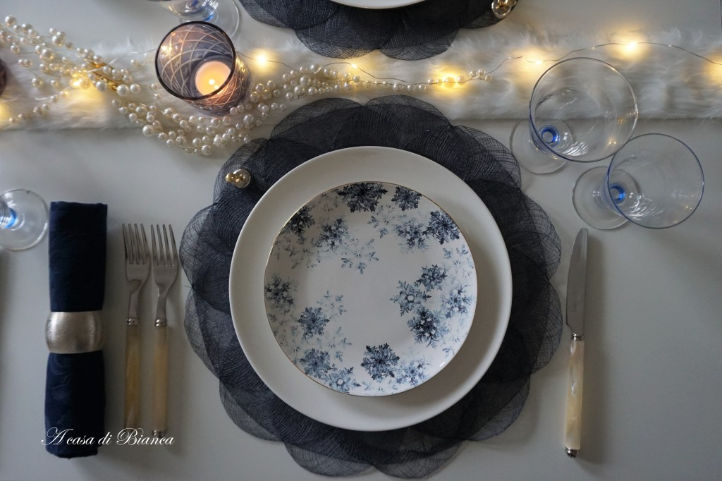 Tavola invernale in blu a casa di Bianca