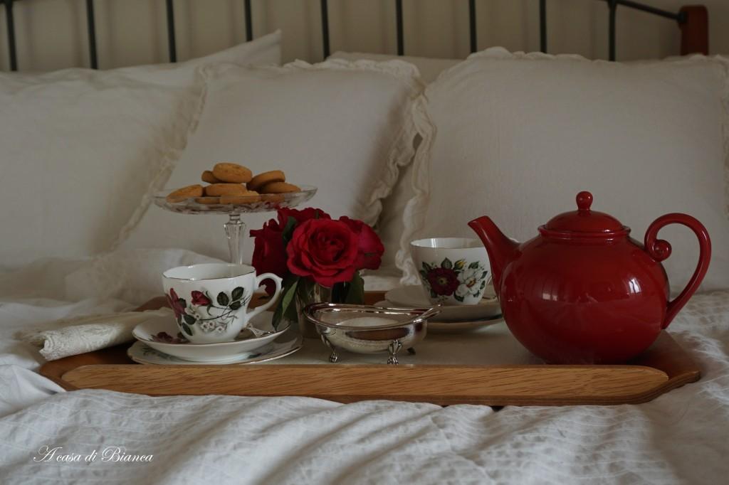 Romantica colazione a letto a casa di Bianca