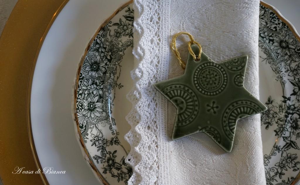 Tavola di Natale verde e oro a casa di Bianca