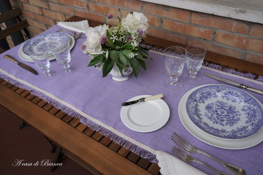 tavola all'aperto lavanda provenzale a casa di Bianca