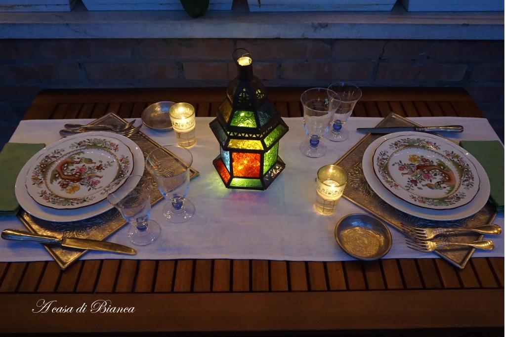 Tavola a lume di candela orientale a casa di Bianca