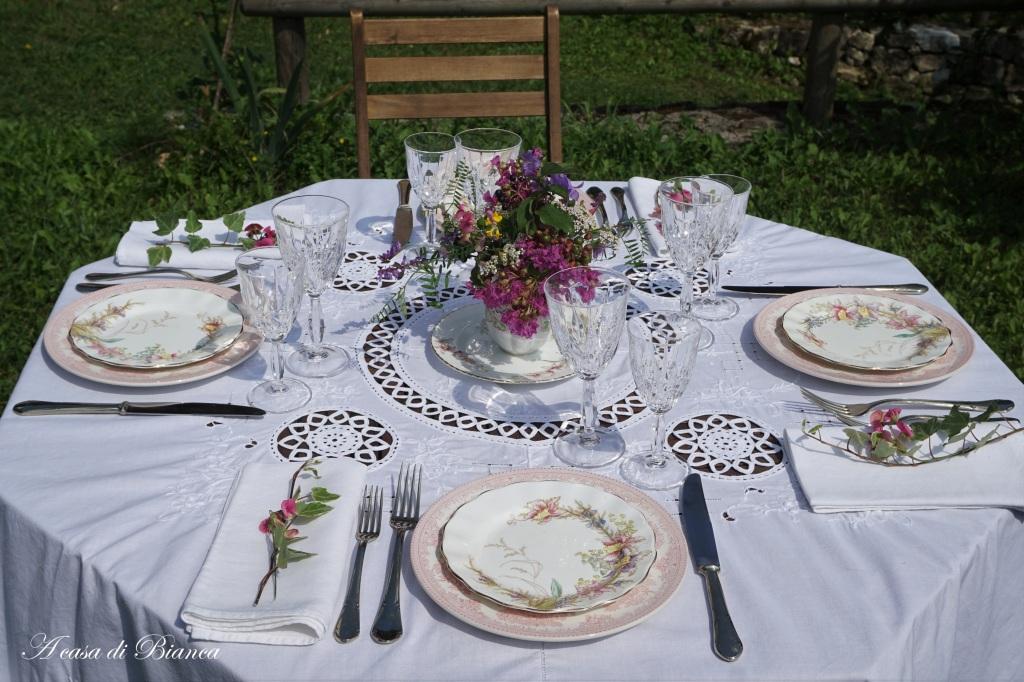 Tavola di fine estate in giardino a casa di Bianca