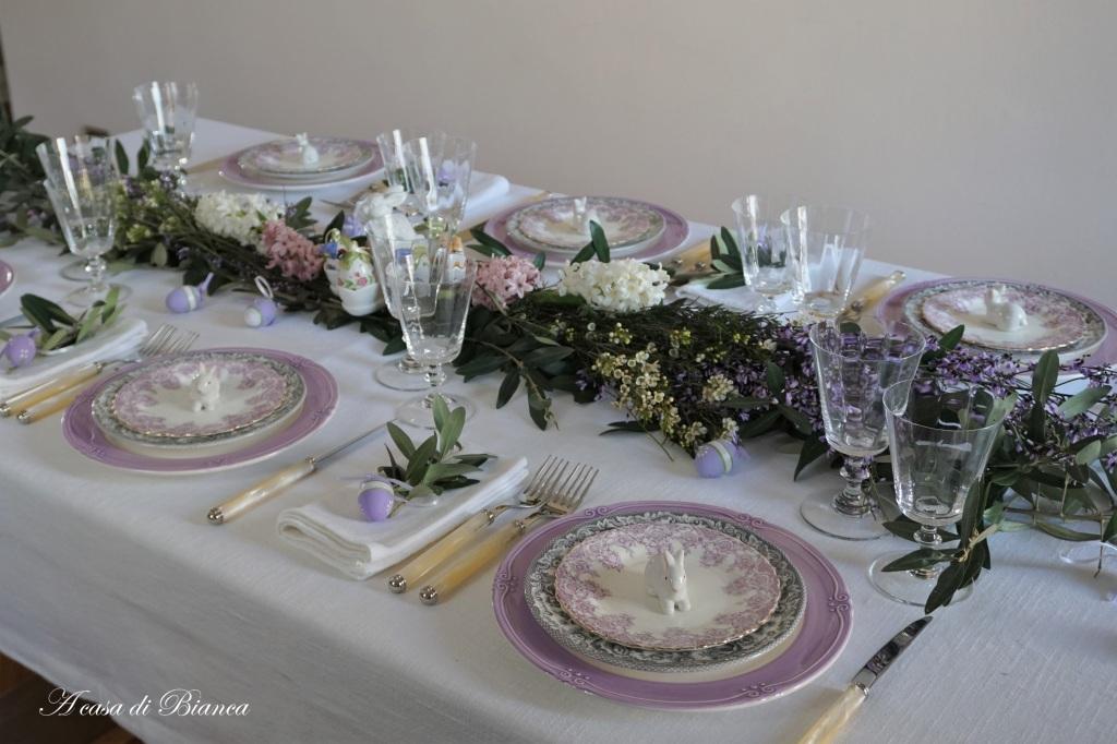 Tavola pasquale classica color lilla a casa di Bianca
