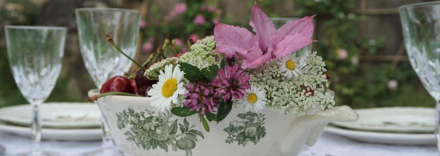 Centrotavola con frutta e fiori