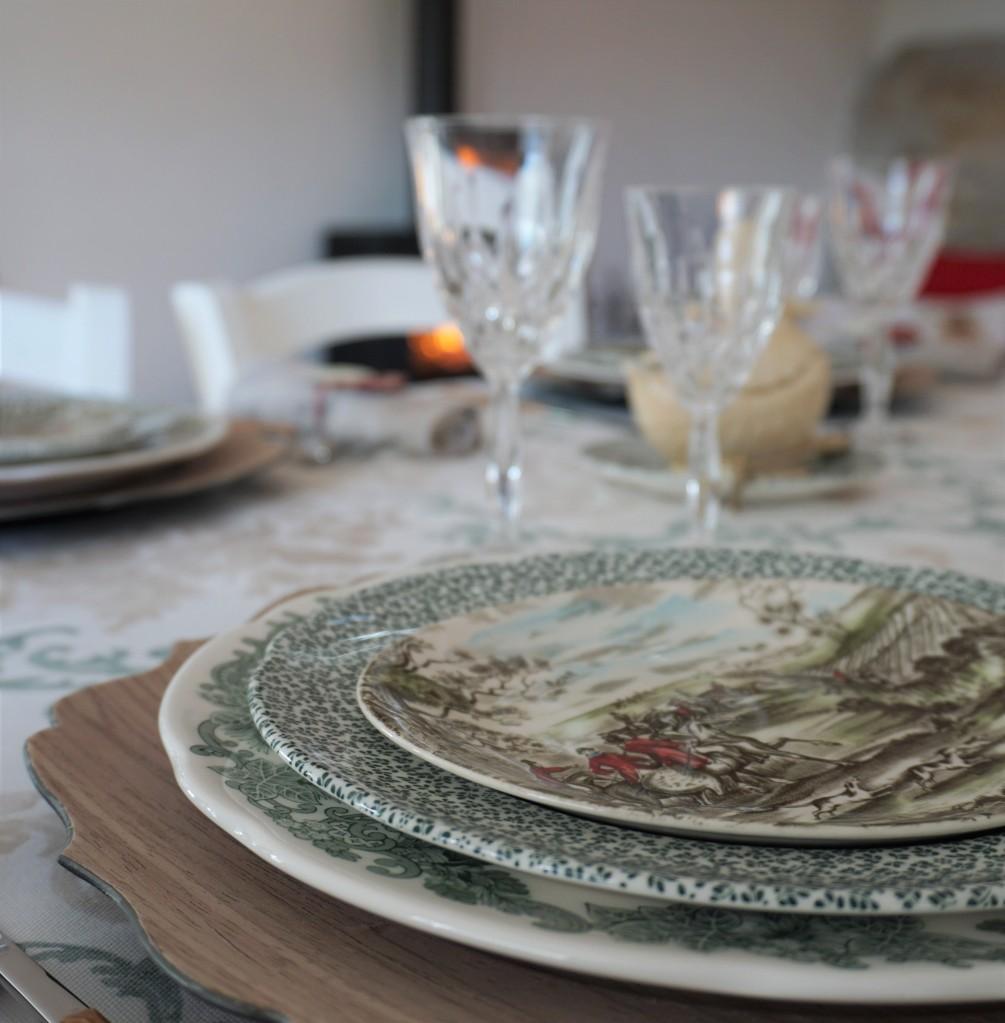 Tavola autunnale con piatti caccia alla volpe a casa di Bianca